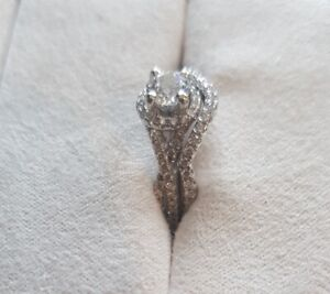 Engagement Ring, diamond and white Gold, beautiful