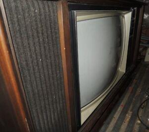 Circa 1972 Heathkit Hand Made GR-2000 TV -Offers