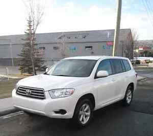 Private sale No Tax!  2010 Toyota Highlander AWD with Leather