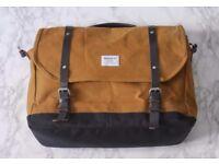 Sandqvist Izzy Waxed Canvas Khaki Messenger bag