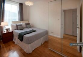 2 bedroom flat in Commercial Road, London, E14 (2 bed) (#1160823)