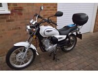 Sinnis JS125 -6C Single cylinder Motorcycle. Top box. New carburettor, clutch cable and ignition.