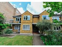 Modern 2 bedroom flat with private garden!