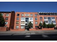 Spacious, recently refurbished 2 bedroom furnished flat with parking close to city centre