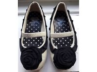 X3 pairs Girls shoes size 6 ( toddler)