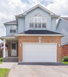 3 Bedroom House in Courtice (Clarington) $1900 (Available Nov 1)