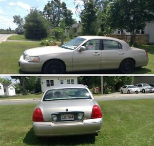 2003 Lincoln town car (US car)