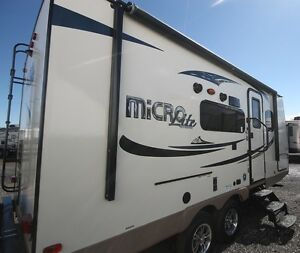 2016 FOREST RIVER FLAGSTAFF MICRO LITE 21DS Kingston Kingston Area image 2