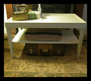 Vintage Shabby Chic Farmhouse Style) Coffee Table