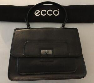 Une sacoche Ecco en cuir noir
