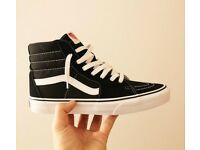 BNIB / Black & White Vans Old School UK 8.5