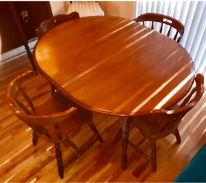Gorgeous solid Maple table,4 matching chairs plus extension