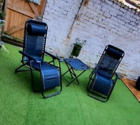 2 Garden Chairs and table
