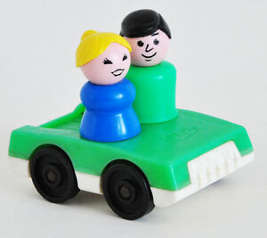 FISHER PRICE LITTLE PEOPLE MAN & LADY IN GREEN & WHITE CAR