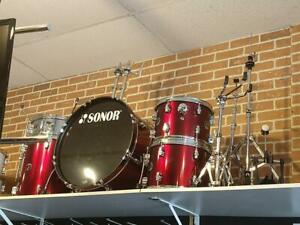 Sonor Force 507 Shell Kit Drums-Batterie 12-13-16-22 rouge, snare 14, cymbales et accessoires - used-usagé