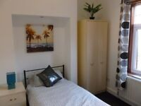 Good Size Single room in Professionals Only Walsall Houseshare. Bills inclusive No deposit