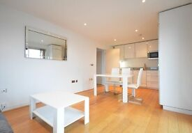 **ABSOLUTELY STUNNING 2 DOUBLE BED APARTMENT WITH PRIVATE BALCONY** must see to appreciate!