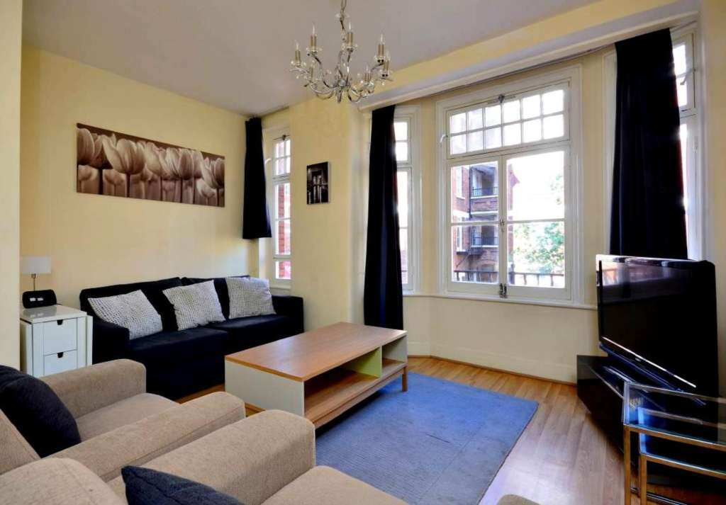 1 bedroom flat in Gilbert Street, Mayfair