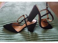 Heels perfect for special occasion! Size 6