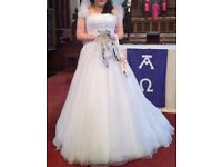 White wedding dress size 10, in perfect condition cleaned and boxed