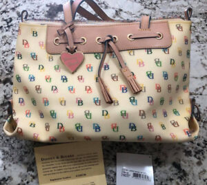 Dooney & Bourke purse in excellent preowned condition.