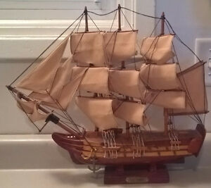 "Wood Sailing Boat Model ""Victory"""