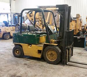 Chariot Elevateur Forklift Caterpillar Pneumatique 5000lb