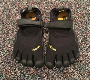 Men's Vibram 5 finger shoes Edmonton Edmonton Area image 1