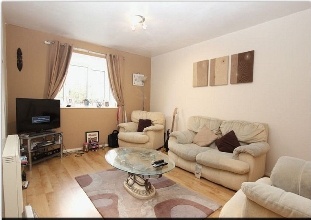 2 Bedroom Flat In Chedwell Heath RM6 4PN ===Part DSS Welcome===