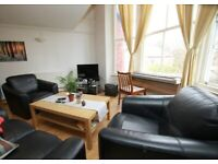 DOUBLE BEDROOM AVAILABLE TO RENT. 3 BED MODERN FURNISHED APARTMENT. NO DEPOSIT