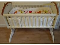 Toys r us Swinging Gliding Crib, Mattress included - Very Good Condition, just like NEW