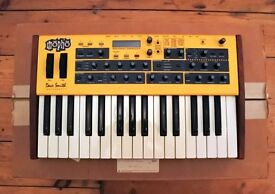 DSI (Dave Smith Instruments) Mopho Synthesizer KB