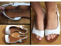 White ITALIAN LEATHER FLAT SANDALS (like-NEW!) SIZE38/UK5