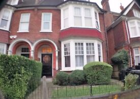Large 1 bedroom apartment Fully Furnished close to East and South Croydon Stations