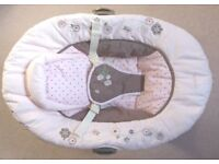 Summer Carter's Love Bug Cuddle Me Musical Baby Bouncer Baby