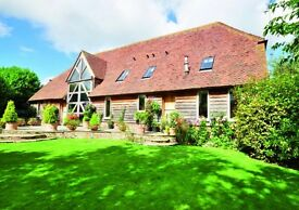 4 bedroom converted Kent barn. Rural, parking, huge living space. Available now.