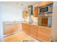 Luxurious 2 bed, 2 bath flat with parking moments from Canary Wharf LT REF: 1612357