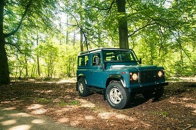 Image 16 of Land Rover: Defender…
