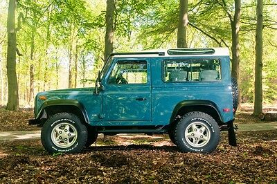 Image 20 of Land Rover: Defender…