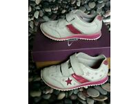***Girls white leather Clarks trainers infant size 10 1/2 F