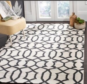 White and black area rug (8x10)