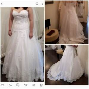 Wedding Dress never been used size 14