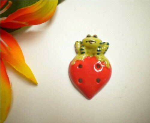 CUTE! FROG ON STRAWBERRY REALISTIC PORCELAIN CERAMIC 4-HOLE GOOFIE BUTTON