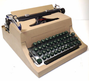 Dactylo / machine à écrire / typewriter Commodore