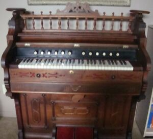 Harmonium antique (antiquité, objet de collection)