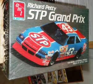 AMT Ertl STP Richard Petty 1990 STP 1/25 Grand Prix  Model Kit
