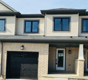 AMAZING 3br, 2.5bth, home in Stoney Creek