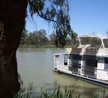 HOUSEBOAT FOR SALE WILL SWAP FOR COASTER PLUS EXTRA CASH FOR BOAT Renmark Renmark Paringa Preview