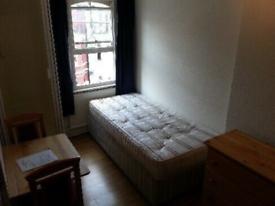 Single Studio flat in Barons Court
