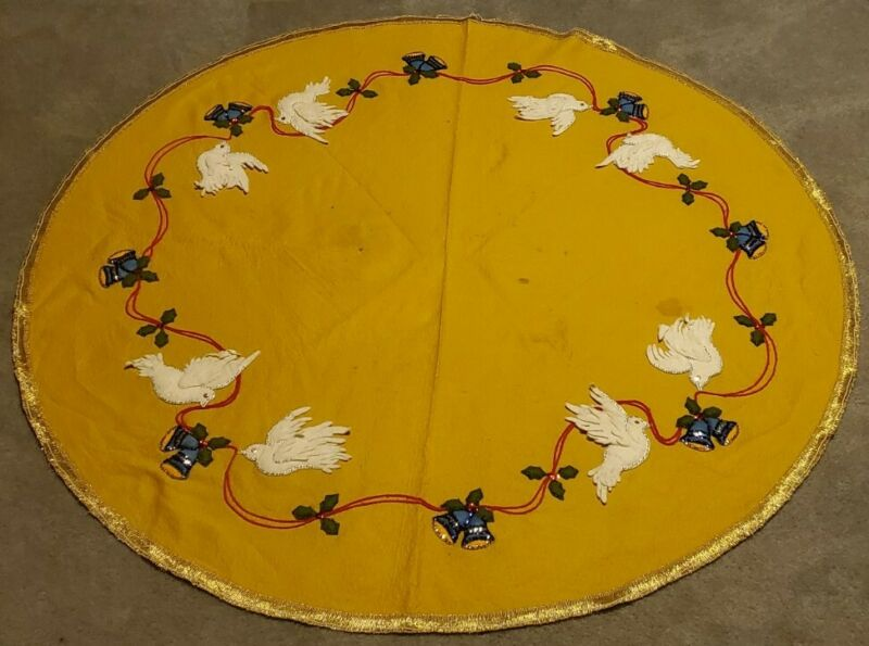 1976 Lee Wards Tree Skirt Christmas Yellow Felt & Sequins Bells Holly And Doves